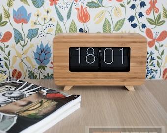 Air-Flip clock with wood case.Model Vintage