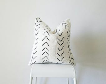Editor's Pick Mudcloth Pillow Cover, Authentic Vintage Mali Bogolan, Ivory/Cream White, Arrows, Chevron, Geometric SKU: MW001