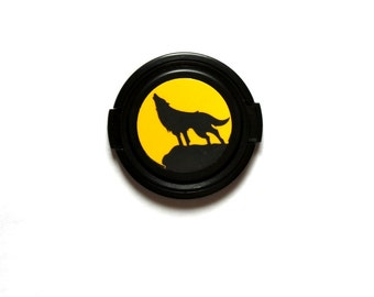 Howling wolf camera lens cap for Canon, Nikon, Sony, DSLR, Photography gift, photographers gift. Free shipping in North America.