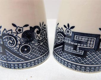 Churchill England Blue Willow Shakers