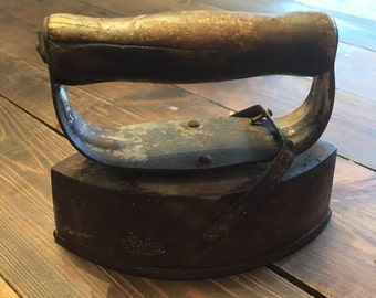 Cast Iron Sad Iron/Antique Handheld Iron/Sad Iron/Old Iron/Farmhouse Iron/Cast Iron Old Sad Iron/Rustic Iron