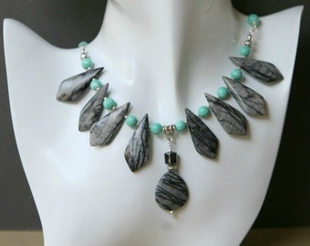 Schwarze Spitze Picassojaspis und Türkis farbigen Perlen Collier-Set