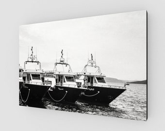 Boats in Santorini, Canvas, 1:50 Limited Edition / black and white / photography / photo / home decor / decoration /. wall art ..
