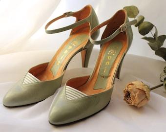 Vert menthe Vintage talons Made in Italy, pompes à sangle cheville en cuir italien, chaussures de mariée, Pale Seafoam Green. EUR 37 / UK 4 / US 6