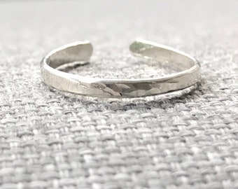 Sterling silver toe ring, hammered toe ring, adjustable toe ring, midi ring