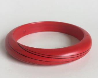 Red Bangle Bracelet - Painted Black Wispy Lines on Bright Red - Smooth Lightweight Domed Bangle - Vintage 80s Simple Stackable Bracelet