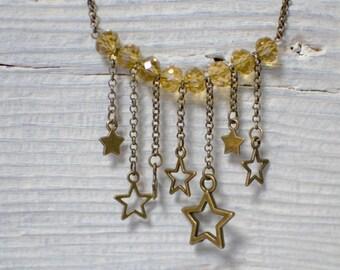 Collier étoiles bronze vieilli et jaune doré - pendentif - métal couleur bronze vieilli - perles en verre à facettes - bijou unique