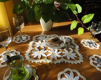 White and yellow lace doily daisy floral table mat