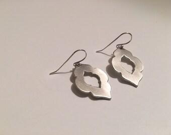 Scallop cut out earrings