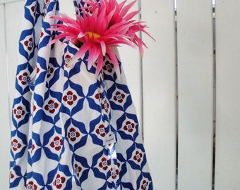 Hobo Style Shoulder Bag with Four Inner Pockets Scandinavian Blue