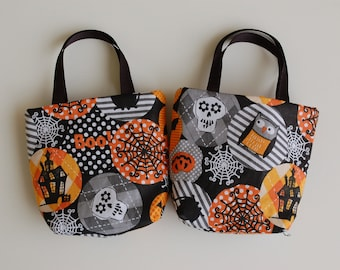 Set of 2 Halloween Fabric Gift Bags/ Party Favor Bags/ Halloween Goody Bags- Spider Webs, Owls, Haunted Houses
