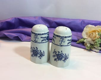 "Vintage Johnson Brothers "" Indies"" Salt And Pepper Shakers Blue And White Made in England"