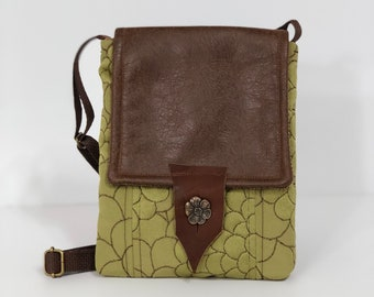 Green Floral Vegan Leather Crossbody Bag/Small Chrysanthemum Tapestry Shoulder Bag/Small Festival Purse/Concert Crossbody/Small Everyday Bag