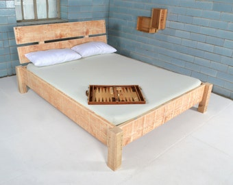 Bed made of recycled timber | Dauphin