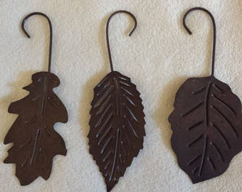 Larg rusty brown metal tree leaves with hooks for hanging 2