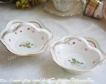 Sale 30% off : Vintage Wedgwood Wild Strawberry Blossom basket