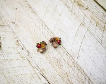 Woodland style earrings with acorns Wedding accessories Floral earrings Stud earrings Handmade Magaela accessories
