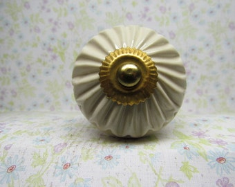 Creamy White with Gold Accent Wine Bottle Stopper