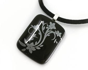 Black  Grey Flower Pendant