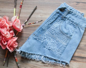 High waist vintage denim shorts Size 7/8 | Ripped distressed shorts | Sashiko inspired embroidered | Festival bohemian 70s denim shorts |