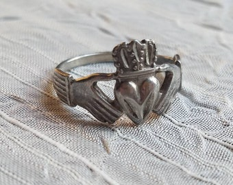Vintage Sterling Silver Claddagh Ring Band or Wedding Band 1980s Accessory Love Friendship and Loyalty Irish Size 7
