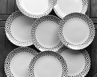 "8 large dinner plates, vintage white ceramic, geometric decoration on white background, diameter 27 cm - 10.63 ""new"