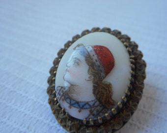 stunning vintage French small detailed hand painted porcelain brooch