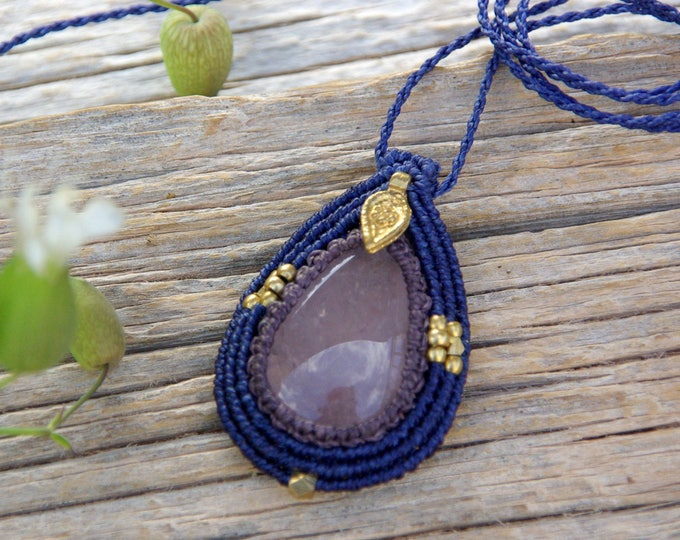 Macrame pendant, with ROSE QUARTZ and brass, goddess amulet, macrame necklace, talisman pendant, fairy jewelry, nickel free, yoga necklace