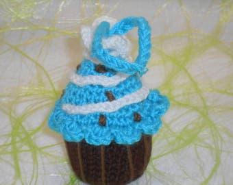 Cupcake à suspendre gâteau chocolat chantilly au crochet fait main amigurumi turquoise