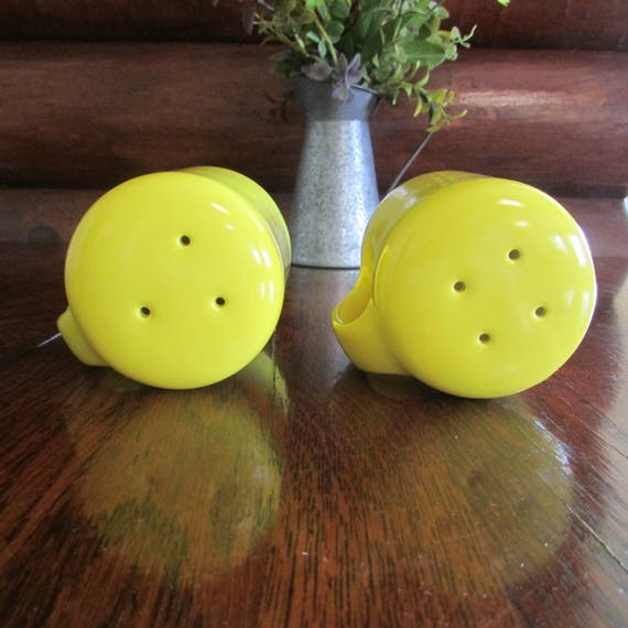 Vintage Omnibus Salt And Pepper Shakers Oversized Ceramic Yellow D Handles  Kitchen Decor Cheerful Bright