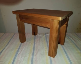 INSETTE Quaint Side table made from reclaimed pine