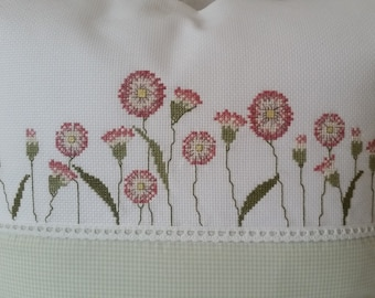 "Pillow Cover ""Bellis"" 40x40 Hand embroidered Daisy Spring"