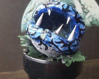 Lunar plant - Carnivorous moon plant - little shop of horrors plant - monster plant - carnivorous plant - horror plant - blue monster plant