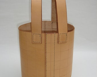 The LEATHER BUCKET Bag