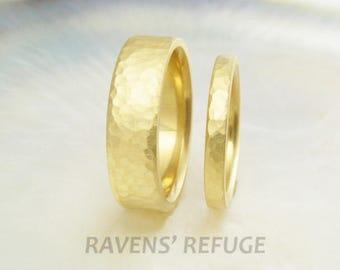 set of 18k gold hammered wedding bands / wedding rings, comfort fit