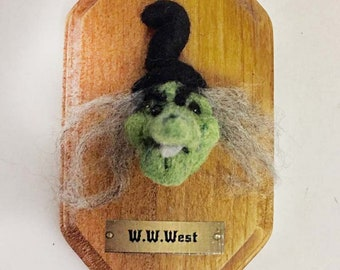 Needle felted Witch Fiber art collectible Head Plaque Wicked Witch of the West Doll Halloween sideshow freak show coven