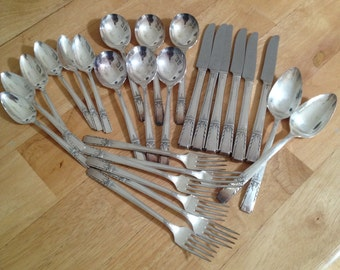 Wm A Rogers 1940 Artistic Silverplate 26 pc Set Service For 6 Oneida