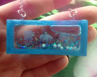 Aquarium Necklace, Jellyfish Necklace, Aquarium Jewelry, Jellyfish Jewelry, Liquid Glitter Necklace, Ocean necklace, Ocean Jewelry, Beach
