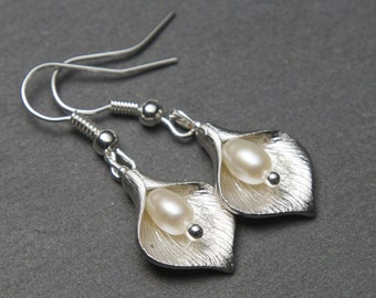 Silver Lily Pearl Earrings. Silver Flower Earrings with Freshwater Pearls. Silver Calla Lily Earrings. Silver Pearl Earrings.