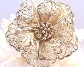 Flower Pin of Sterling Silver Filigree Vintage Great Gift