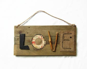 Wall frame wood pallet, driftwood, wire, burlap and industrial style paper, pallet wall hanging