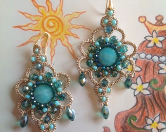Earrings in tatting and natural stones