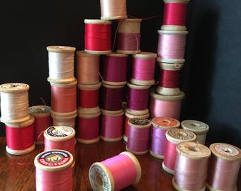 Vintage Wooden Spools of Sew Thread in shades of red. 30 wooden spools of thread, Lot of 30 Spools of Sewing Thread in reds and pinks.