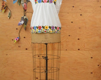 Vintage Ethnic 70's White Embroidered Ethnic Top Short Sleeves SZ S