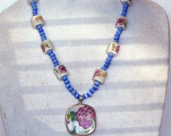 Chinese porcelain and cats-eye glass bead necklace