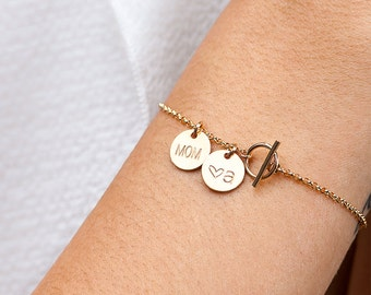 Benutzerdefinierte erste Armband, Geschenk für Mama, personalisierte erste Armband, zierliche Gold individuelle Gravur Armband, Monogramm