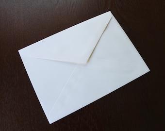 25 white envelopes for 5x7 cards.