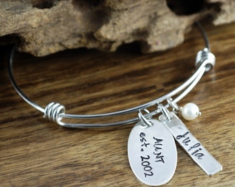 Aunt Bracelet, Auntie Charm Bracelet, Personalized Bangle Bracelet, Name Bracelet, Gift for Auntie, Gift From Niece, Best Aunt Ever