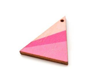 1 wooden 3.9x2.9cm triangle pendant