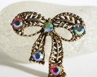 Vintage bow brooch. Crystal bow brooch.  Rhinestone brooch. Aurora borealis crystal brooch.  Vintage jewellery